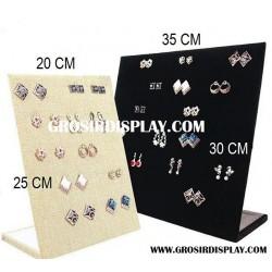 Display Papan Anting Ukuran 20x25 cm Bludru Medium Lubang Perlengkapan Toko Aksesoris